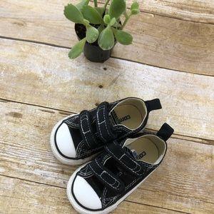 Black size toddler 4 Velcro converse.